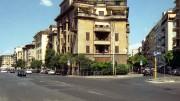 """Case popolari anni 30 in via Faleria a Roma. Ospitarono gente bisognosa, ma non lontano dal centro. Realizzate da due grandi architetti (Martini e Vicario)  in stile """"barocchetto"""", oggi sono monumento nazionale. Foto di indeciso42 - archivio personale, GFDL, https://it.wikipedia.org/w/index.php?curid=6099535"""