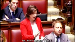 Carolina Varchi durante un'interrogazione alla Camera