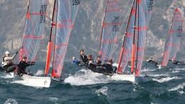 Un fase dell'europeo 29er nelle acque di Riva del Garda sede di una storica Fraglia vela. (La foto è di Elena Giolai, già nota surfista spesso ospite a Mondello).