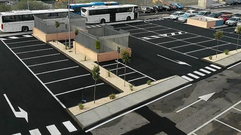 Esempio di un parchegguio intermodale. Si prevedono uffici e uno sportello bancario, oltre ad un albergo diurno e notturo , almeno nei pressi, posto di ristoro etc.