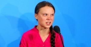 Greta Thunberg poteva essere un'ottima sibilla cumana.da far apparire poche volte l'anno. Viene esibita come le bimbe che hanno visto la Madonna ma non è vero. (AP Photo/Jason DeCrow)