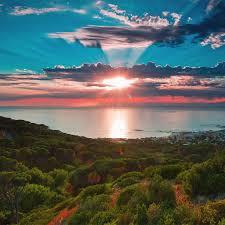 """Ma sì, il sole sorgerà ancora per molto. Poi, la fine del pianeta è segnata da sempre. Sarà l'uomo tecnologico che lo conserverà a lungo in bellezza, non certo Greta Thumberg... Non a caso la natura ha dato all'umanità, che ne fa parte, la conoscenza e la ragione. Non certo per """"farsi distruggere""""... L'umanità """"colonizzerà"""" invece altri pianeti vicini?"""