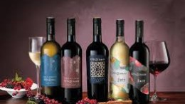 Vini delle Cantine Tomasi di San Cipirrello. In produzione anche degli spumanti.