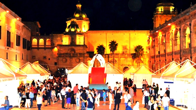 Piazza della Repubblica, una delle più belle piazze d'Italia, vestita a festa inoccasione del Blue sea land.