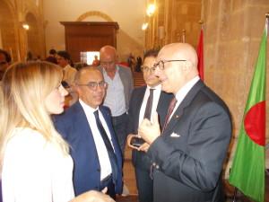 Tre protagonisti del Blue sealand:con una bella interlocutrice, Nino Carlino, il sindaco Salvatore Quinci e il vice presidente della regione Gaetano Armao.
