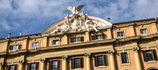 Il ministero delle Finanze a Roma. Espone ancora lo stemma sabaudo e simboli guerreschi.