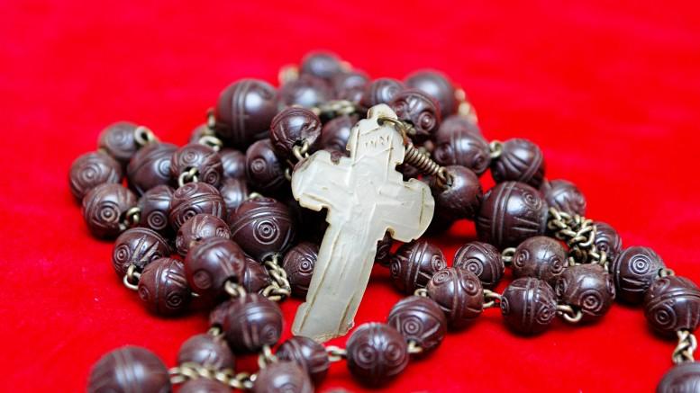 Il rosario - cilicio di Madre Teresa da Vicari . In legno, catena in metallo e crocefisso d'avorio. Anche Palermo, con Lei, ha avuto la sua Madre Teresa.