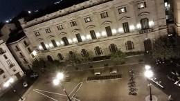 Aereo spia sull'ombra di piazza Borsa (Cassata drone)