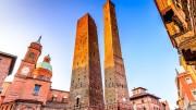 Bologna la dotta, sede di una delle più antiche università d'Europa, paradossalmente guidata dagli asinelli (le torri). Anche loro si apprestano a cambiare strada.