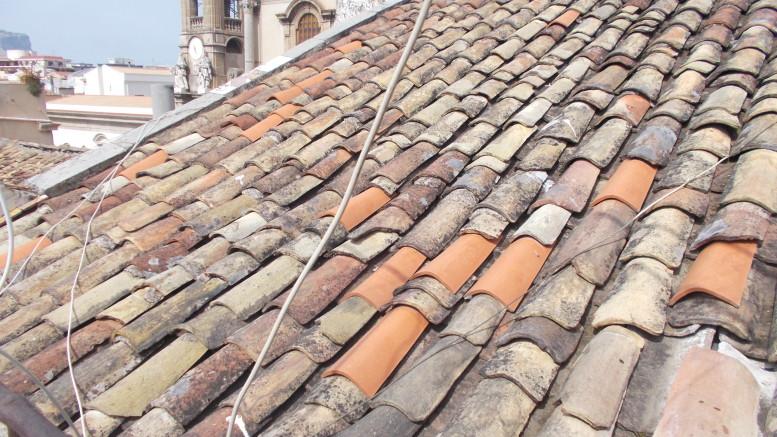 """Case nel centro storico: i proprietari, caricati di imposte, non riescono a metterle in sicurezza. Spesso sono costretti a """"murarle"""" come fossero piene di appestati, per essere sgravati dall'Imu. Frattanto la povera gente ha bisogno di un tetto..."""
