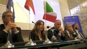 Un momento della conferenza: al microfono la A.D. Ines Curella. Da sx, Ettore Sanfilippo, Ines Curella, Youssef Balla, Antonio Coppola (presidente S. Angelo) e Leoluca Orlando.
