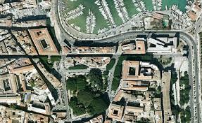 Ancora una foto aerea di una parte fondamentale del centro storico,in massima parte in mano a privati letteralmente dissanguato dal fisco.