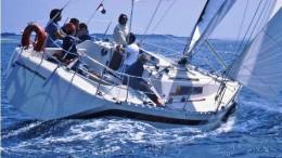 Beneteau First 35 di bolina. E' il modello della barca vincitrice.