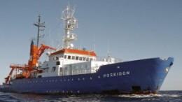La Nave Poseidon trasporta migranti