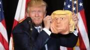 Trump, la maschera e il volto (L'espressione è il titolo della commedia che Luigi Chiarelli scrisse negli anni dieci del '900. La trama è più pirandelliana di Pirandello. E' un chiaro esempio del gusto del grottesco tipico del teatro italiano e trasmesso da questo anche al 'nostro' cinema).