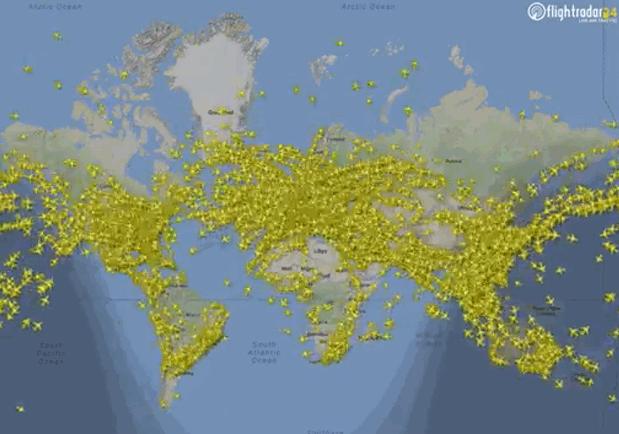 """Il """"Mediterraneo allargato"""" è già il cuore del mondo: ecco una rappresentazione istantanea del traffico aereo. Rappresentazioni progressive degli anni recenti mostrano come la concentrazione degli slot  si sposti sul Mediterraneo e verso l'Oriente. Il piccolo mare in cui fiorì la storia,con l'1% delle superfici acque mondiali,assorbe anche il 40% del traffico navale e tale percentuale continua a crescere. Le protagoniste del """"gigantismo navale"""" scelgono Suez (raddoppiato e più agevole di Panama) contribuendo a che """"la storia moderna"""" torni a passare là dove ha preso le mosse. I trasporti per mare sono l'anello forte della catena della """"intermodalità"""". Dal funzionamento e dalla efficienza dei trasporti passa ogni possibile crescita e sviluppo."""