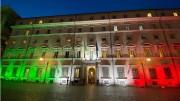 Palazzo Chigi patriottico si veste del tricolore. Ma 'il morbo infuria, il pan ci manca, sul ponte sventola bandiera bianca'. Italia a richio sommossa...