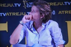 Crolina Varchi pensosa inuna istantanea di quest'estate.