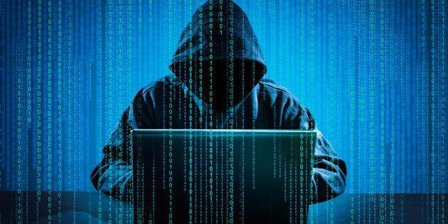Accusano i 'giganti del web' ma nuovi mezzi vengono studiati per 'tracciare' l'uomo libero. Tutti spiati come predisse Orwell? E dire che ufficialmente si disputa se apporre o meno il braccialetto ai malviventi...