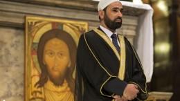 Imam Sami Salem prega  nella celebre chiesa di Santa Maria in Trastevere