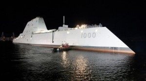 Lo USS Zumwalt, fantascientifico sommergibile nucleare americano. Trump ha bloccato la costruzione di nuovi esemplari - troppo costosi - che Barack Obama aveva già commissionato....