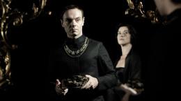 Il Re muore: sopra la cover del Il film che prende origine dall'opera 'Riccardo II' di William Shakespeare.