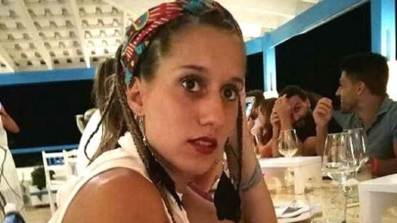 """Silvia Romano senza velo islamico e a volto scoperto: una bella ragazza... 'Vado in Africa a fin di bene. Mi hanno rapita, ...embé?"""" Contenta lei... Ma 'si è fatta salvare'. Normale che, ci si senta offesi dal suo atteggiamento. O, quanto meno, si rimanga attoniti..."""