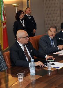 Musumeci ed Armao al tavolo della sala stampa in presidenza - Ph. G.Scargiali