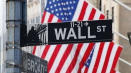 Nell'immaginario colletivo il 'grande complotto' ruota attorno a Wall Street. Donald Trump, rappresentante principe del 'sovranismo', parla apertamente del 'fango di Washington'.