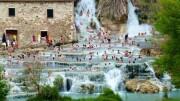 Non è più estate, i 'bagnanti accaniti' trovano rifugio nelle acque termali. Qui le Terme libere in Toscana. Ph.Italytraveller.com -  Quando si parla invece di 'estate siciliana' ci si riferisce al periodo da maggio ad ottobre.