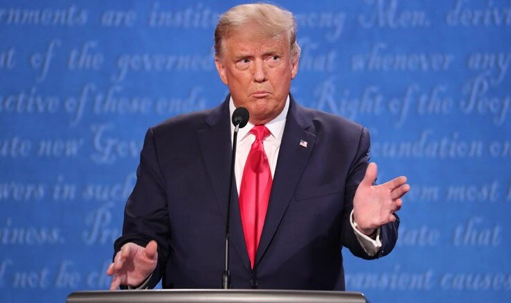 Trump, abbronzato e deciso.  I più convinti dicono: Vincerà Trump, gli succederà sua figlia Ivanka e poi 'avrà l'età'  il piccolo Baron, il figlio avuto dalla attuale moglie, la bella Melania filo italiana.