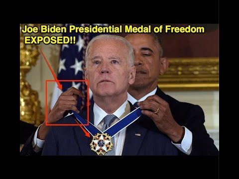 Un'immagine inequivocabile: Obama nel corso di un'investitura massonica nei cofronti di Biden. La mano rappresenta il saluto massonico con riferimento al culto del diavolo.
