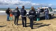 Ridicolaggini da Covid: poliziotti inseguono e perseguono bagnanti (qui tellinari) in spiaggia libera (una volta...). E' stato vietato passeggiare sui lungomare!  Ciò che non può far altro che bene a chi può farlo...