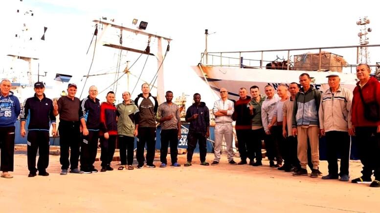I pescatori 'scampati' al rapimento dei libici. (Ph tivio.it)