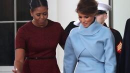 Un momento insieme di Melania e Michelle. L'eleganza e la bellezza della signora Trump sono fuori discussione e non avrebbero che giovato a una qualsivoglia copertina. Ma una presidentessa 'pin up' avrebbe reso più popolare il marito...