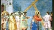 L' Andata al Calvario è un affresco (200x185 cm) di Giotto, databile al 1303-1305 circa e facente parte del ciclo della Cappella degli Scrovegni a Padova. Gesù che, reggendo la croce in spalla, esce dalla porta di Gerusalemme spintonato da armigeri che stanno davanti ai sommi sacerdoti Anna e Caifa. Più indietro, la Madonna che geme drammaticamente è solitamente considerata la figura più riuscita. Grande la fede di Giotto nelle cuiopere il  Salvatore è un protagonista. Fra le opere più famodse al riguardo Le 7 tavolette con le storie diGsù. La fede di Giotto ha suscitato velenose critiche fra i sostenitori della morale laica 'progressista'. I critici cercano e credono ditrovare contraddizioni nella sua fede e nell'arte rappresentativa del sommo pittore i Bondone, grande per l'innovazione e l'ispirazione poetica. Naxcque agricoltore benestante e, da architetto, guadagnò tanto da moltipliplicare l'estenzionedel podere di famiglia. Ai bimbi di scuola si racconta la stoia della sia O (cerchio pefetto a mano libera) che ha poco da dire sulla sua arte che fu sublime.