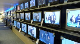 Rieccoci a scegliere un nuovo televisore, il più 'familiare' degli elettrodomstici.Chi se loaspettava? Sembra di rinascere, no?