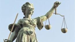 Uguale per tutti ma non per i giudici onorari... Image: 0079146399, License: Rights managed, Property Release: No or not aplicable, Model Release: No or not aplicable, Place: DEU, DEUTSCHLAND, Credit line: ., Variopress