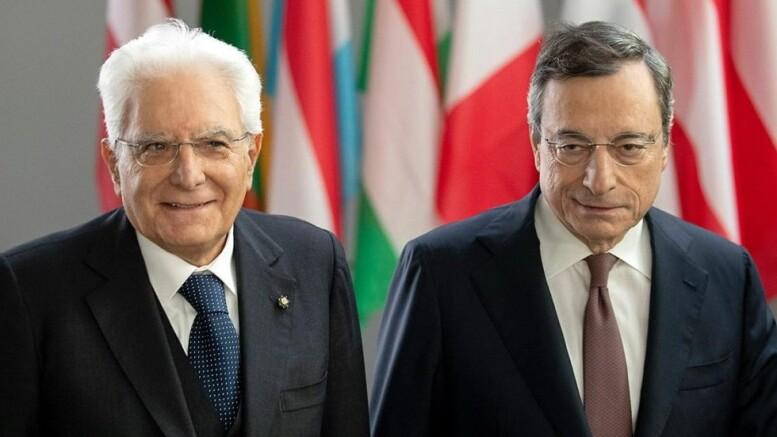 'Vogliamoci tanto bene!' Sergio Mattarella e Mario Draghi. Diciamo la verità: hanno l'aria di due brutti ceffi. Purtroppo. Ma guardateli bene: hanno, ambedue, un'spressione con meza faccia e un'altra con l'altra mezza...