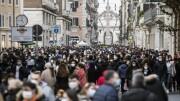 Migliaia di persone in via del Corso - Migliaia di persone e ragazzi in centro a Roma - fotografo: Giuliano Benvegnù