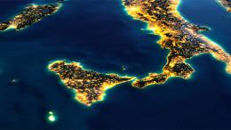 Una suggestiva immagine notturna da satellile del Sud Italia. Bello è, ma soprattutto 'lanciato' verso un Mediterraneo che adesso 'non può non crescere', perché al centro di un'area 'euro - afro - asiatica' che si presenta come un mastodonitco crogiuolo di attività economiche e produttive. Per questo lo stesso governo sta guardando ai porti, alle vie di uscita da essi verso l'intermodalità diretta versi i treni e il gommato. Palermoparla lo spiega daanni... Di certo vi è una forte gelosia a livello internazionale veso la crscita el Mediterraneo e la stessa Italia che - a qusto - punto ha le carte per egemonizzarla. Il gioco, insomma, si fa grosso, anche se ...non si dice.