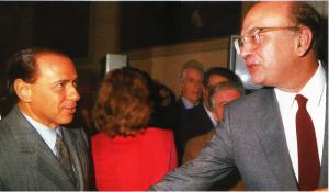 Craxi e Berlusconi un'amicizia a doppio filo. L'alleanza fra politica e imprenditoria. Berlusconi non sarebbe entrato in politica senza la 'tombatura' di Craxi.