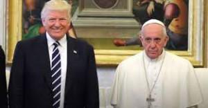 Bergoglio con Trump: ben altro atteggiamento.