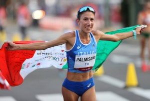 Antonella Palmisano, pugliese della piccola città di Mottola, esulta dopo la vittoria. Non era giunta a Tokio in forma: ha vinto il giorno del suo 30mo compleanno.