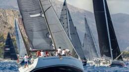 Quattro Gatti, la barca della Lega Navale Palermo, armata dal milanese Andrea Casini, che dedica la regata alla fibromialgia e imbarca alcuni velisti affetti dlalla sindrome..